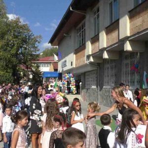 9 119 деца от Смолянска област прекрачиха днес училищния праг