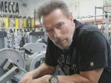 Арнолд Шварценегер показва какво има в хладилника и упражненията си (видео)