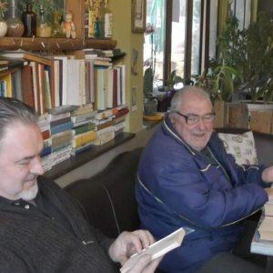 Бивш кмет превърна в библиотека единственото заведение в Стойките