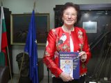 """""""Босоногата кралица"""" Йорданка Благоева вдъхновява децата на Хасково и представя биографичната си книга"""