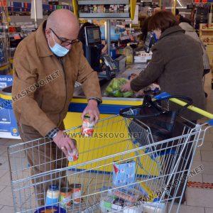 """В големите вериги за хранителни стоки в Хасково спазват """"зеления коридор"""""""