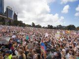 Глобален марш: Грета Тунберг и ученици водят милионен протест срещу климатичната криза (видео)