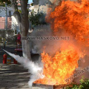 Демонстрираха гасене на пожар в детска градина в Хасково