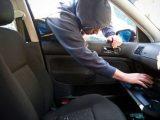 Мъж се опита да открадне катализатора на автомобил, спипаха го