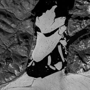 Най-големият ледник в Гренландия се разцепи