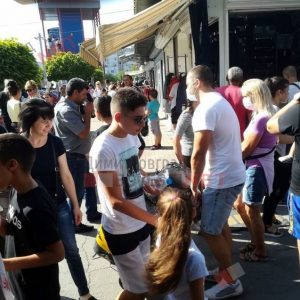 Неделният пазар в Димитровград се пука по шевовете от хиляди посетители