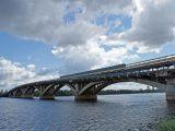 Неизвестен заплашва, че ще взриви моста на Метрото в Киев (видео)