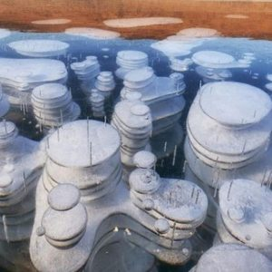 Необичайни структури в леда на Байкал