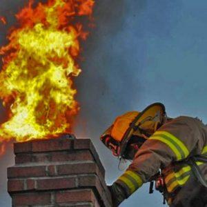 Пожар унищожи покрив на къща в Широка лъка