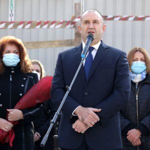 Радев: Българите умират не заради коронавируса, а заради хаоса в управлението на кризата