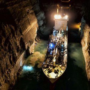 Свлачище затвори Коринтския канал в Гърция