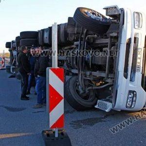 """Турски тир се обърна на магистрала """"Марица"""""""