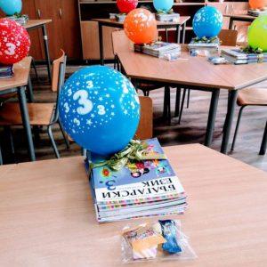 Училището в Конуш с празнична украса за новата учебна година