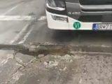 Шофьори трошат камиони в разбит канал на границата за Турция (видео)